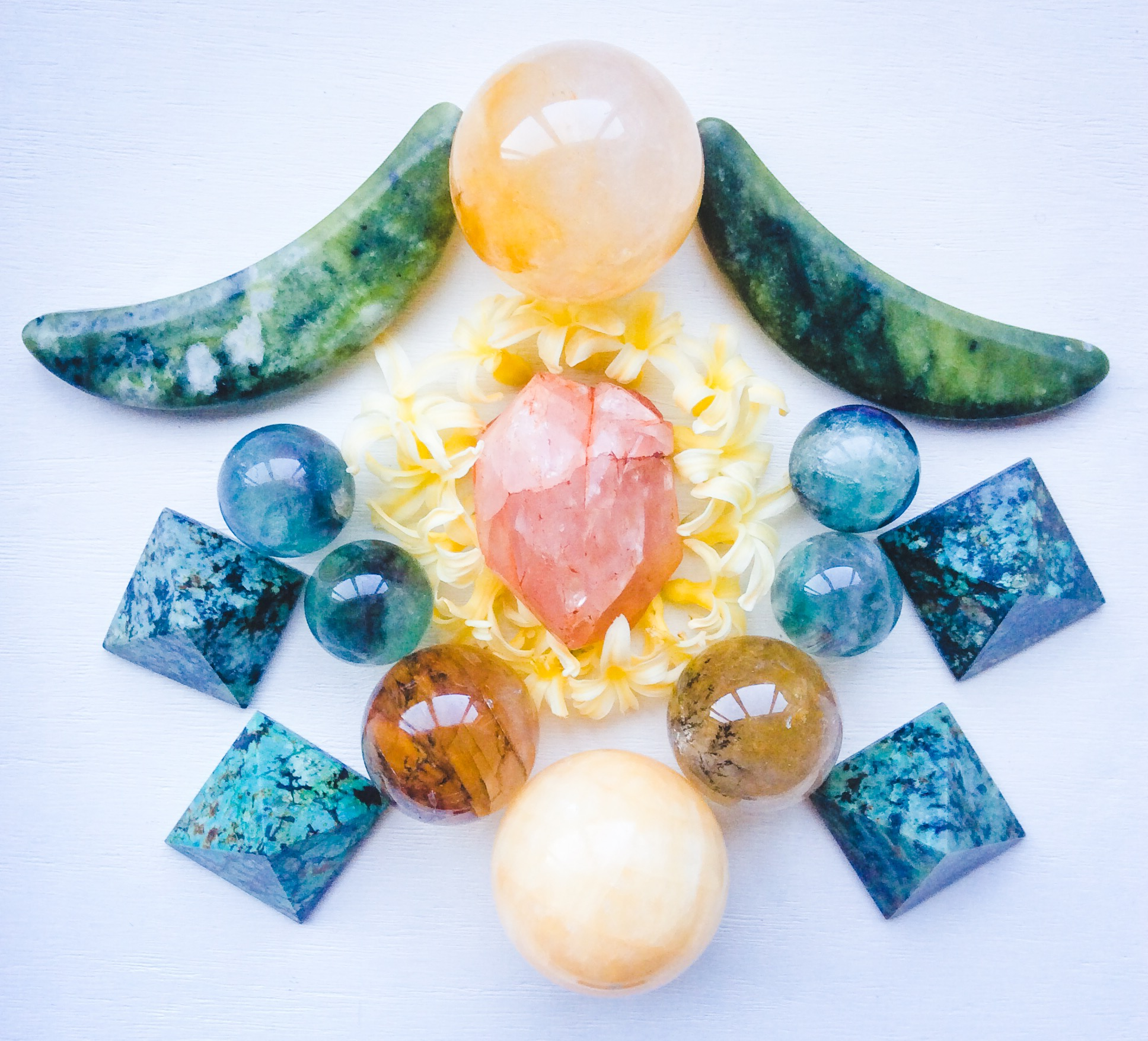 Crystal Grid by Woodlights Woudlicht - Morganite, Golden Healer Quartz, Dendritic Agate, Yellow Calcite, Fluorite, Nephrite, Turquoise and Hyacinth