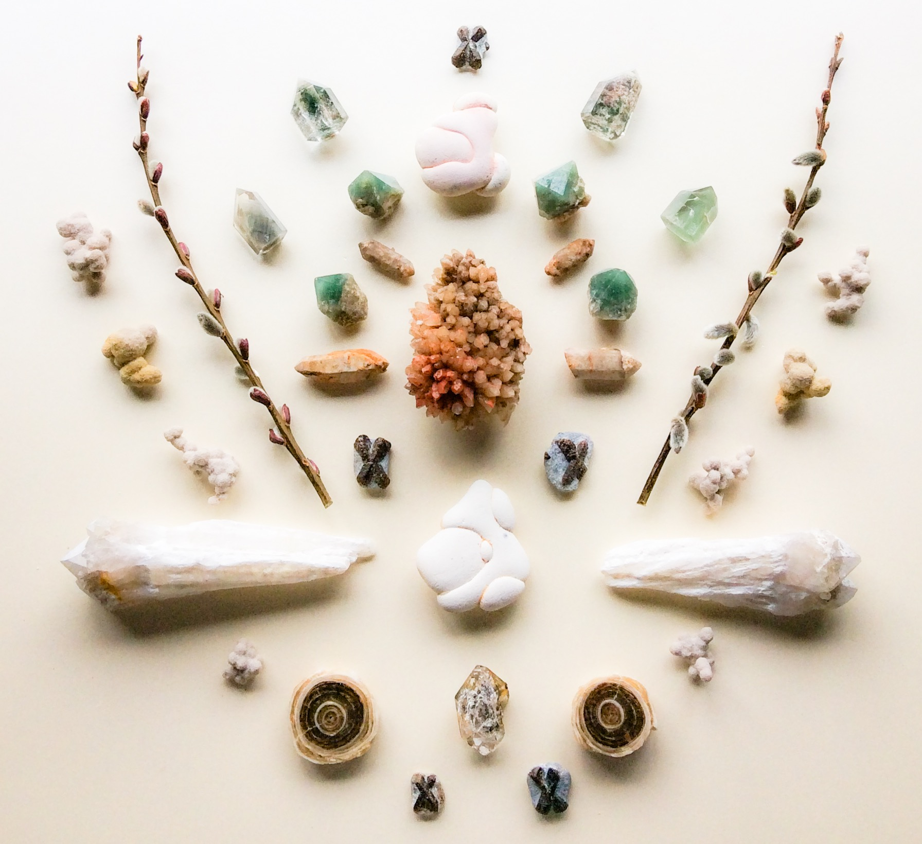 Calcite, Quartz, Green Quartz, Inclusions Quartz, Phantom Quartz, Staurolite, Gogottes - sandstone concretions, Druid White Quartz, Aragonite, Herkimer Diamond and Salix viminalis