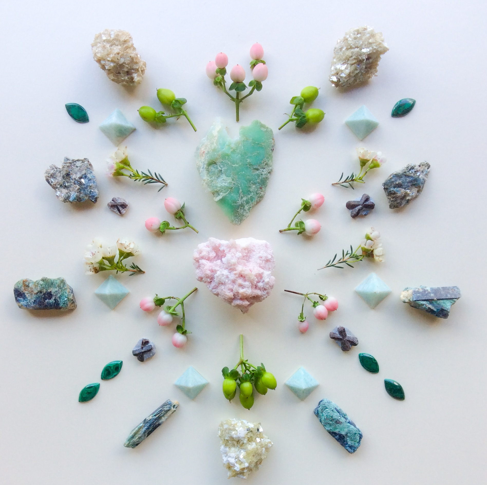 Rodochrosite, Chrysoprase, Staurolite, Sapphirine, Fuchsite with Kyanite, Star Muscovite, Amazonite, Malachite, Wax flowers and Hypericum