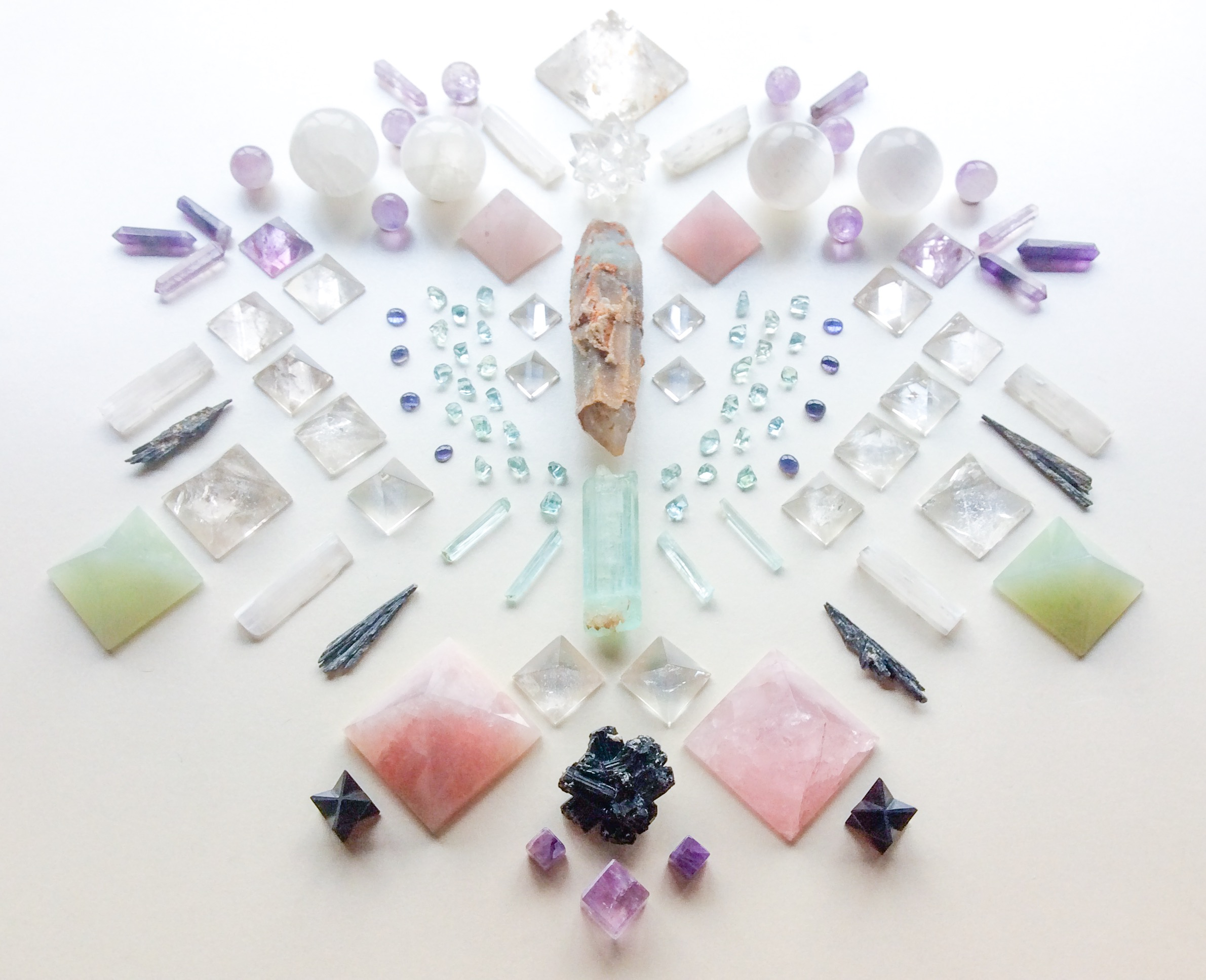 Quartz, Aquamarine, Iolite, Tanzanite, Rose Quartz, Selenite, Amethyst, Taramite, Schörl, Shungite and Jade